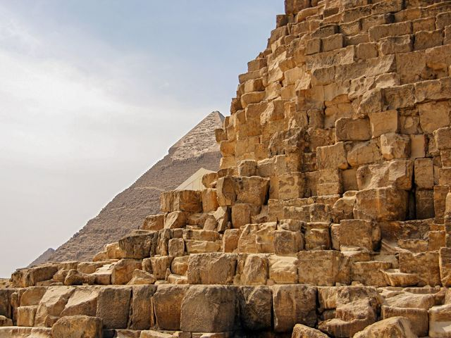 What kind of stone was used to build the Pyramids of Giza?