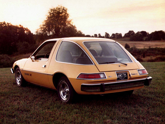 What percentage of the 1975 AMC Pacer is made of glass?