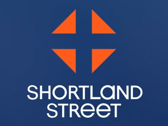 Which Kiwi singer features in the theme to the Shortland Street TV programme