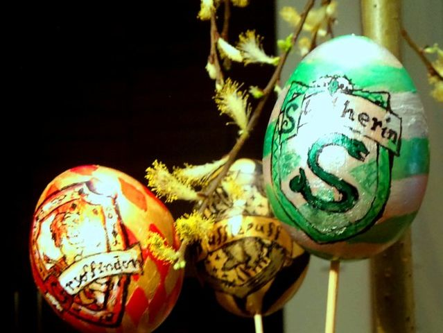 What was inside the Easter eggs Mrs Weasley sent Harry and Ron in 1995?