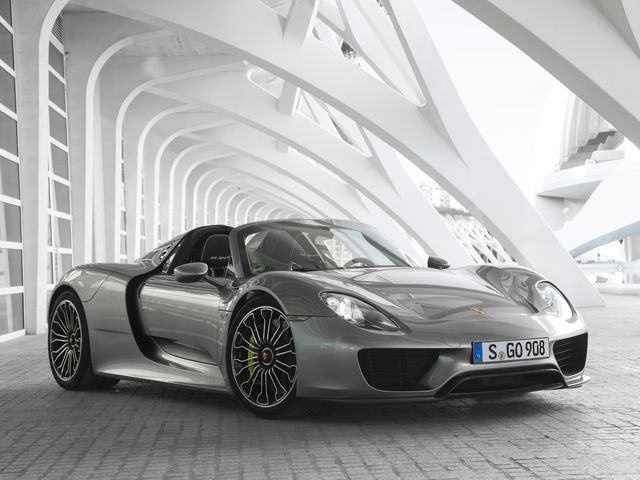 The Porsche 918 Spyder Proves Plug In Hybrids Don T Have To Necessarily Be Boring Commuter Cars With All Wheel Drive And A Seven Sd Dual Clutch