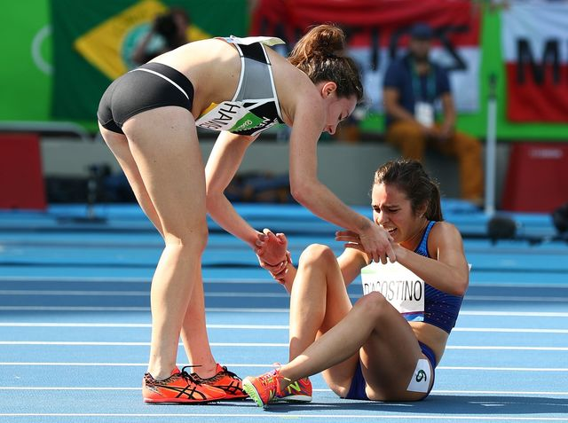 In which event were Nikki Hamblin and Abbey D'Agostino competing when they tripped and fell, creating an iconic moment from the Rio Games?