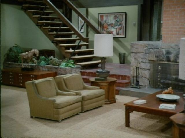 Throwback TV Quiz: How Many Sitcom Living Rooms Can You Recognize?