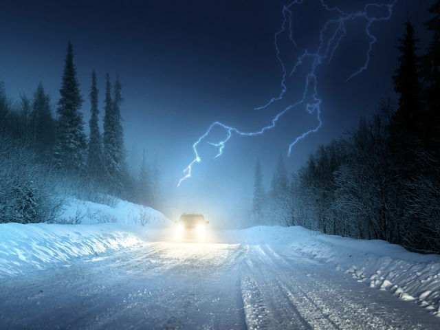 Thundersnow occurs most frequently around lake areas when  relatively warm columns of air rise from the ground to form turbulent storm clouds in the winter.