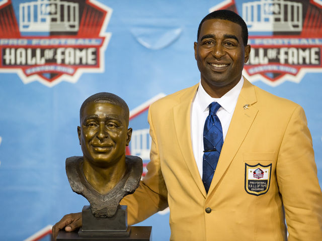 Who is the only member of the Pro Football Hall of Fame to have played for both the Falcons and Packers?