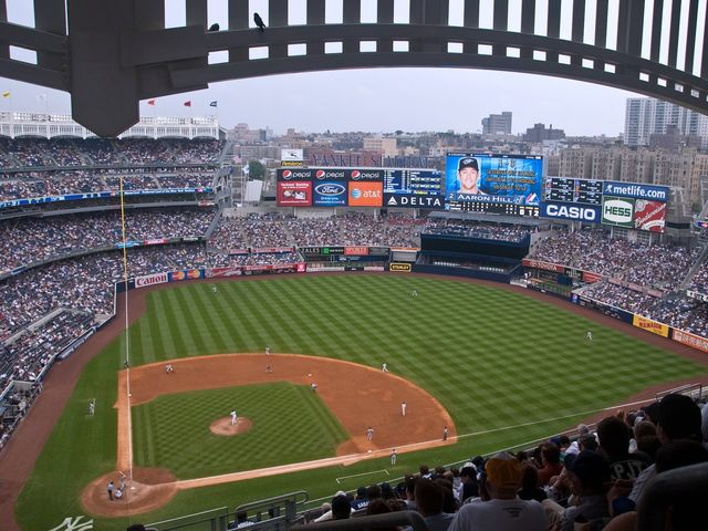 The Yankees squared off against the Mets in the first of four games this Monday, which NYC team won?