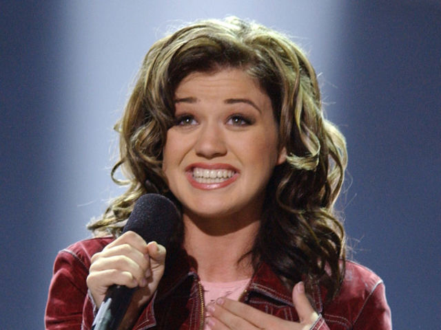 What year did Kelly Clarkson win the first season of American Idol?