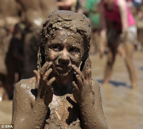 Girls covered in dirt photo 700