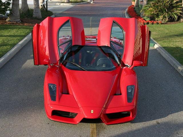 بالصور.. أسرع 10 سيارات في العالم coobra.net