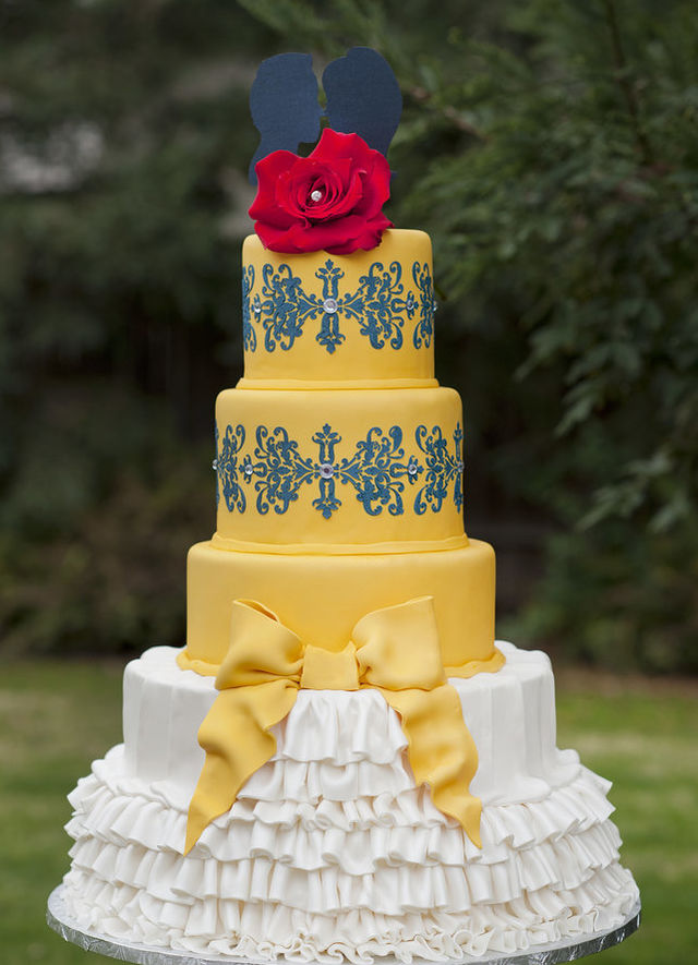 wedding cake beauty and the beast 21 wedding cakes for every disney lover playbuzz 22000