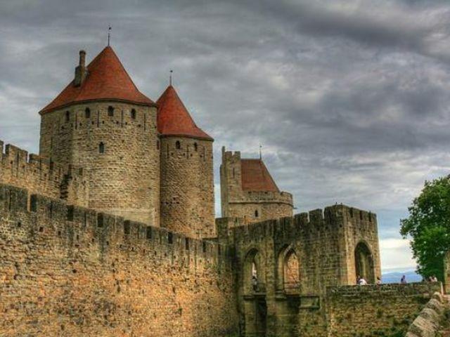 Во Франции погибла пара во время секса на вершине крепости