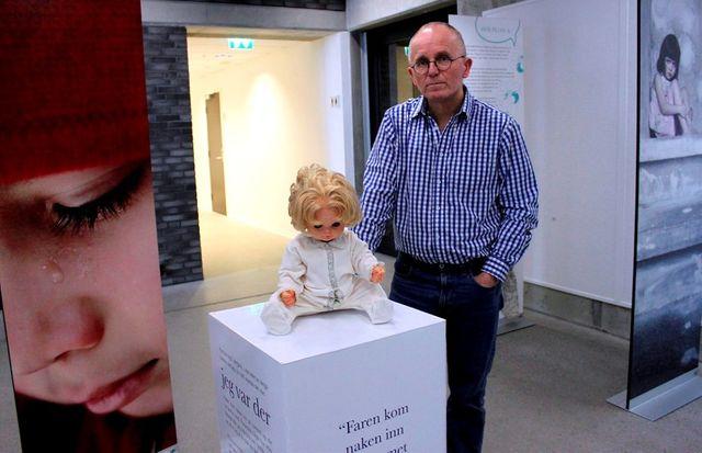 В 2014 году настоящим шоком для многих обернулась необычная выставка в городе Порсгрунн что на юге Норвегии. Самым желанным посетителям — детям — предлагают взглянуть на вещи убитых или изнасилованных сверстников, а так же посмотреть спектакль: сцену, где отец семейства зверски избивает мать. Взрослым вход не воспрещён, но всё же в приоритете именно дети. Создатель выставки, психотерапевт Ойвинд Аскьем считает, что эффект присутствия в сценах насилия поможет выявить малолетних жертв семейных издевательств.