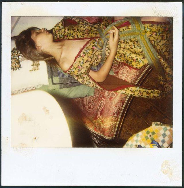 """В 2014 году в Германии отменили выставку французско-польского художника Бальтюса, которая должна была состояться в Музее Фолькванга. Такое решение было принято из-за """"пропаганды педофилии"""", которую немецкие критики нашли в картинах художника. Поводом такого обвинения стали фотографии художника, на которых изображена модель Анна, которая позировала художнику в возрасте с 8 до 16 лет. В своих работах Бальтюс освещал тему """"пробуждения женственности"""", что остро раскритиковала консервативная пресса Германии."""