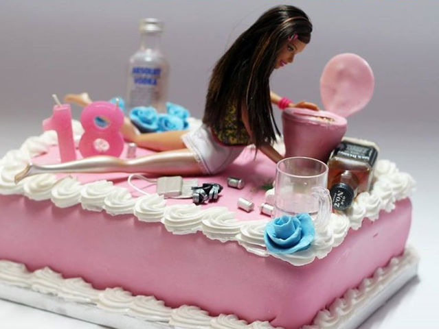 Brilliant This Cake Designer Makes The Birthday Cakes Of Your Dreams Playbuzz Funny Birthday Cards Online Alyptdamsfinfo