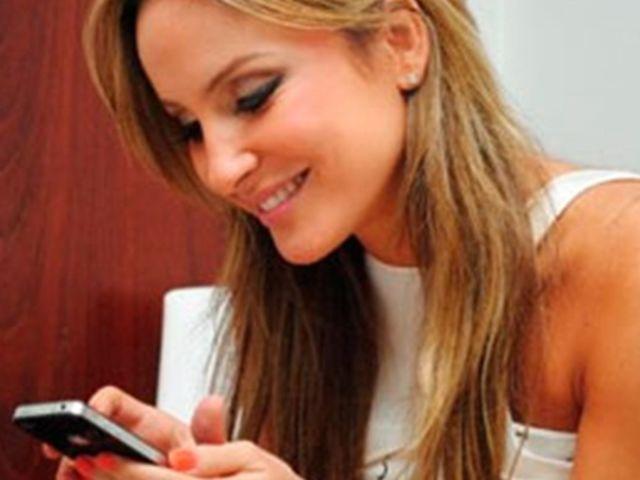 Claudia Leitte ligou para um bolha que deixou o número do seu telefone na rede social da cantora, mas ele não atendeu. Qual o nome deste fã?