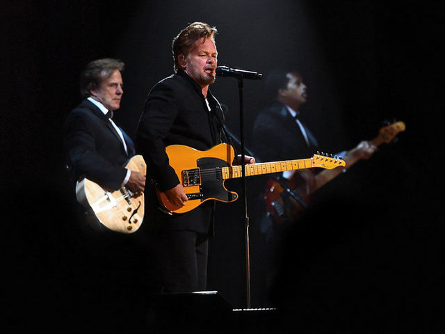"Who called John Mellencamp ""one of the 10 best songwriters"" in music?"