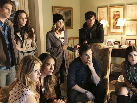 who is spencer from pll dating in real life Spencer jill hastings is one of the liars and main protagonists of pretty little liars on freeform she is portrayed by troian bellisario she is noted to be the most intelligent and sophisticated of the liars and comes from a family of lawyers and other highly intelligent career paths.
